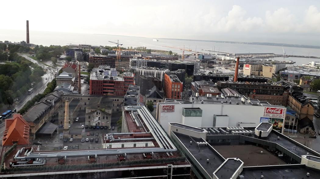Viru-hotellin 22. kerroksesta on kelvolliset näkymät alati uudistuvaan cityyn.